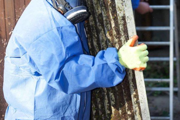 consecuencias de no contar con profesionales para la retirada amianto en barcelona